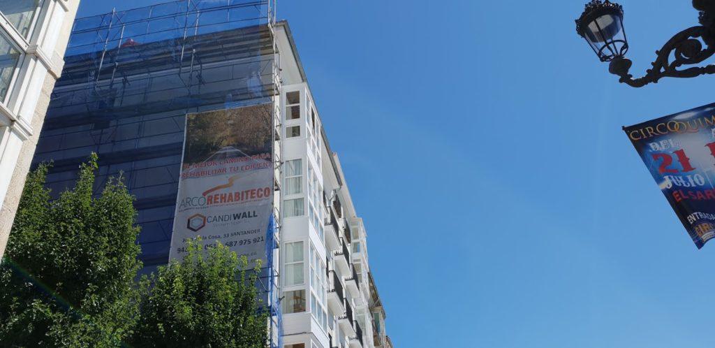 Hemos terminado el tejado y las fachadas principales del Paseo de Pereda, 21 y 22.